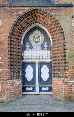 Kirchentür der St Nikolai Kirche in Wismar Deutschland Church door of St Nikolai Church in Wismar Germany - Stock Photo