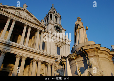 Queen Anne memorial statue and Western face of St Paul's Cathedral London England - Stock Photo