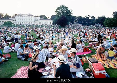 PEOPLE PICNICKING ON HAMPSTEAD HEATH, LONDON, ENGLAND - Stock Photo