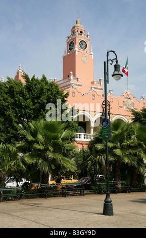 Municipal Palace Plaza de la Independencia, Merida, Yucatan Peninsular, Mexico. - Stock Photo