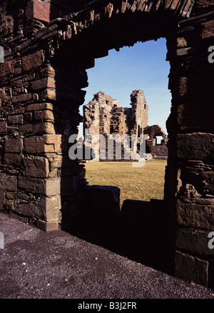 dh Earls Palace BIRSAY ORKNEY Earl Robert Stewart Palace stone walls ruins though doorway in wall - Stock Photo