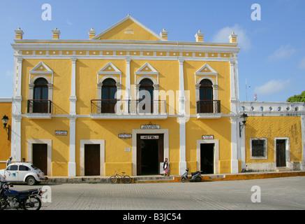 Hotel Hun Pic Toc in the Plaza de la Constitution, Izamal, Yucatan Peninsular, Mexico - Stock Photo