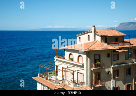Haus am Meer, Mehrfamilienhaus an der Mittelmeerkueste in ...