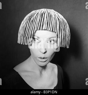 Clothing Fashion Hats January 1964 A Reed Crawford Tulle and Raffia wig hat in black and Siamese pink Model Lois - Stock Photo