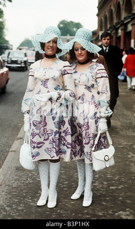 1971 Clothing Ascot Fashion Hats and Dresses Miss Fay Barlow 24 and Vanessa Foulds 21 of Lambourn in matching butterfly - Stock Photo