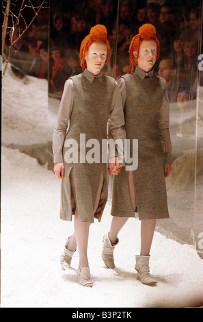 Alexander McQueen autumn winter collection February 1999 Twins on the catwalk wearing identical coats with matching - Stock Photo