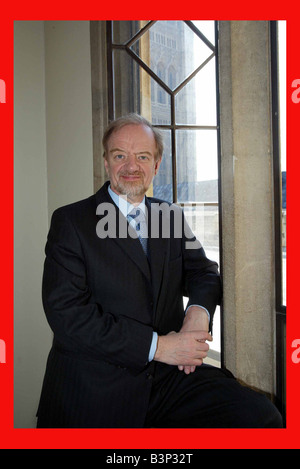 Robin Cook MP in the House of Commons February 2002 - Stock Photo