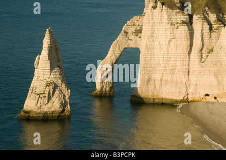 L'Aiguille (The Needle) and Porte d'Aval arch, Made famous by Claude Monet,  Etretat, Normandy FRANCE - Stock Photo