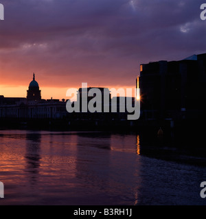 Custom House, International Financial Services Centre (IFSC), River Liffey, Dublin, Co Dublin, Ireland - Stock Photo