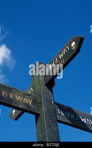 England, Wiltshire, Ridgeway. Wooden footpath sign on the Ridgeway and Bridleway junction - Stock Photo