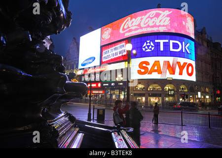 England, London. Piccadilly Circus by night. Built in 1819, it is now renowned for its neon signs, as well as the - Stock Photo
