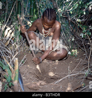 Tanzania, Arusha, Lake Eyasi. A Hadza woman digs for edible tubers with a digging stick.The Hadzabe are a thoUSAnd - Stock Photo