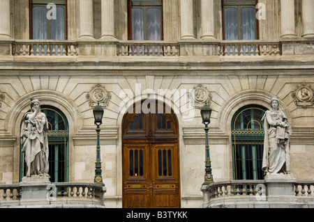 Spain, Bilbao. City administration building located on historic waterfront along the Nervion River. - Stock Photo
