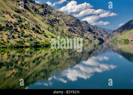 Reflection in Hell s Canyon Dam Hell s Canyon National Recreation areas Oregon Idaho - Stock Photo
