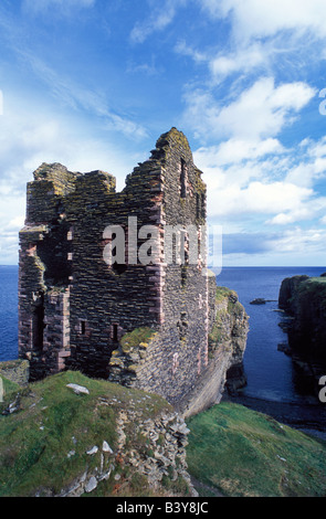 Scotland, Caithness. The ruins of Castle Girnigoe & Castle Sinclair stand overlooking the North Sea on the Caithness - Stock Photo