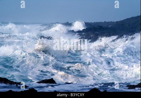 High waves during storm at Devil's Churn.  Oregon coast. - Stock Photo
