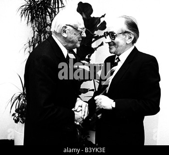 Butenandt, Adolf, 24.3.1903 - 18.1.1995, German chemist, half length, with Prof. Dr. Dr. Heinz A. Staab, president - Stock Photo