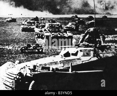 events, Second World War / WWII, Russia 1941, German advance, Wehrmacht tank unit, Panzer III and armoured half - Stock Photo
