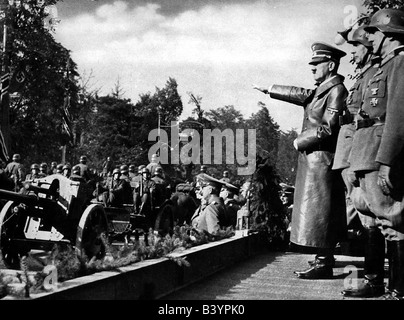 events, Second World War / WWII, Poland, Adolf Hitler during a parade of German troops in Warsaw, 5.10.1939, artillery - Stock Photo