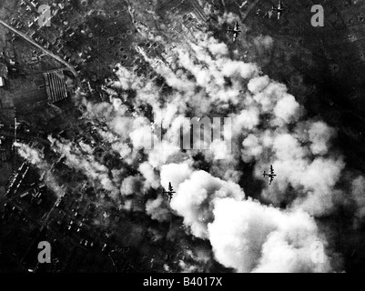 events, Second World War / WWII, aerial warfare, Germany, British Avro Lancaster bombers over a target in Germany, - Stock Photo