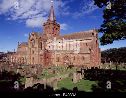 dh St Magnus Cathedral KIRKWALL ORKNEY Graveyard cemetery Norse Viking red and yellow sandstone cathedral - Stock Photo