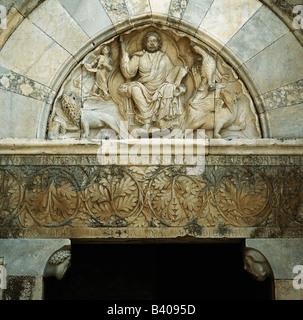 architecture, churches and convents, detail, Tympanum, west porch, Cathedral Saint-Pierre-et-Saint-Paul, 12th century, - Stock Photo