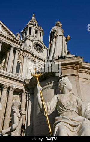 Statue of Queen Anne in front of St Paul s Cathedral London England UK - Stock Photo