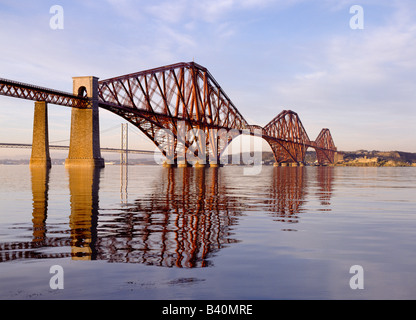 dh Cantilever bridges Scotland FORTH  BRIDGE FIRTH OF FORTH UK Victorian engineering british rail famous river railway landmark