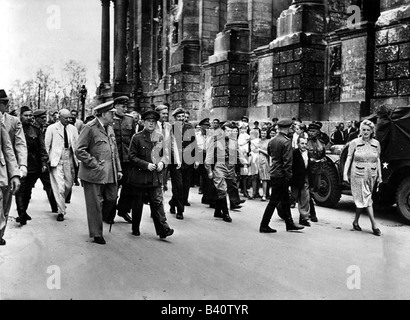 events, Second World War / WWII, Germany, end of war, Winston Churchill visiting Berlin, with daughter Mary and - Stock Photo