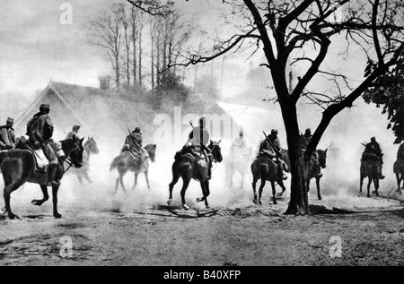 events, First World War / WWI, Eastern Front, Hungarian hussars attacking a village in Galicia, spring 1915, Additional - Stock Photo