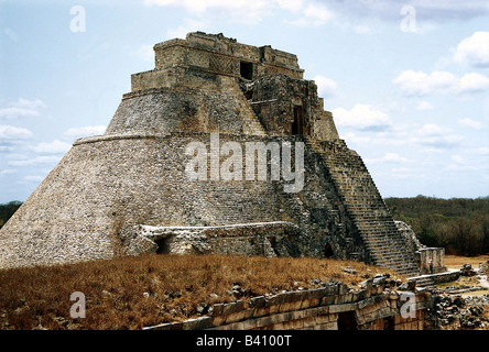 geography / travel, Mexico, Yucatan, Uxmal, built approx. 600 AD, left approx. 900 AD, maya city, puuc style, Piramide - Stock Photo