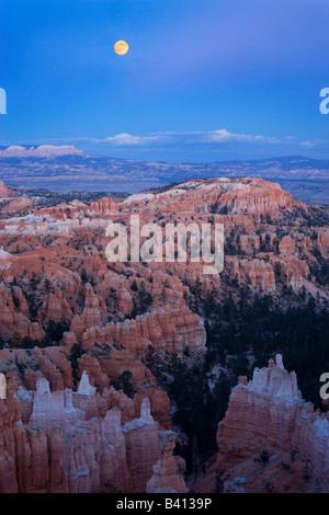 USA, Utah, Bryce Canyon National Park. Moonrise over Sunset Point. - Stock Photo