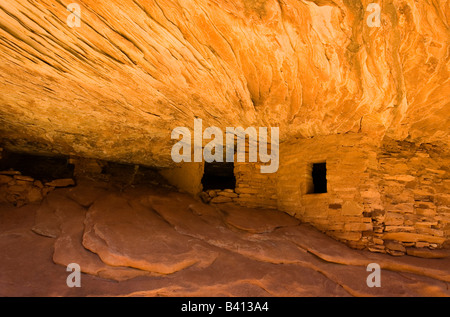 USA, Utah, Cedar Mesa, Mule Canyon. Sandstone House of Fire ceiling layers in ancient Anasazi Indian ruins mimic - Stock Photo