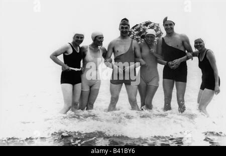 bathing, beach fashion, group of young people in swimsuits, 1920, Additional-Rights-Clearances-NA - Stock Photo