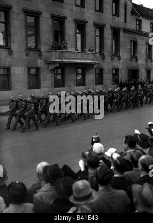 Nazism / National Socialism, politics, annexation of Austria 1938, parade of the Austrian 15th Infantry Regiment, - Stock Photo