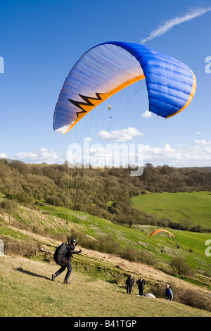 Paragliding on the Cotswold scarp at Haresfield Hill, Gloucestershire - Stock Photo