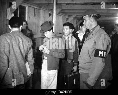 events, Second World War / WW II, USA, internment of Japanese people, arrival at a camp, early 1942, Additional - Stock Photo