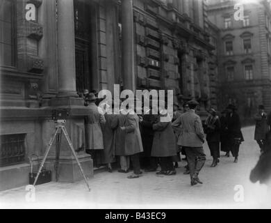 events, Beer Hall Putsch 1923, trial in Munich, rendition of judgement, 1.4.1924, rush at the entrance of Palace - Stock Photo