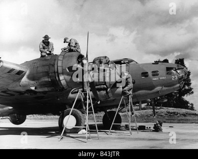 events, Second World War / WWII, aerial warfare, aircraft, US bomber Boeing B-17 Flying Fortress 'Yankee Doodle', - Stock Photo