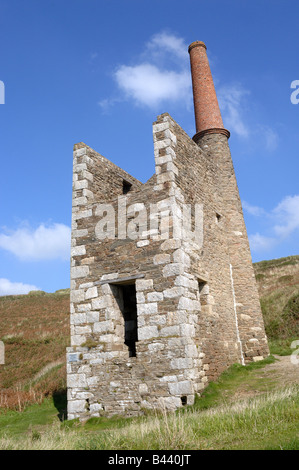 Engine house, Cornwall - John Gollop - Stock Photo