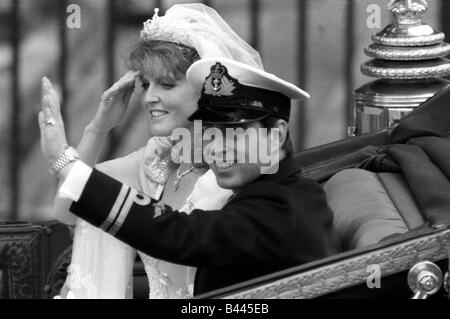 Prince Andrew and Sarah Ferguson Wedding Day Jul 1986 The Duke and Duchess of York wave to the crowds from horse - Stock Photo