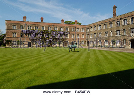 horse sculpture on the lawn of the 'First Court' of 'Jesus College' in Cambridge - Stock Photo
