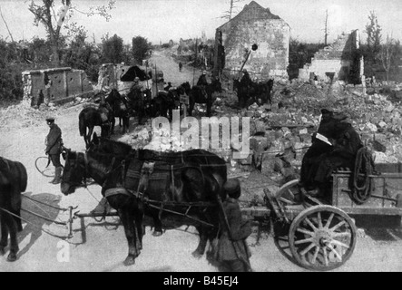 events, First World War / WWI, Western Front, German spring offensive 1918, cavalry patrol and supply cart in the - Stock Photo