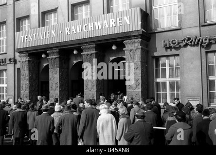 geography/travel, Germany, German Democratic Republic, East Berlin, trade, shop of the Trade Organisation with textiles - Stock Photo