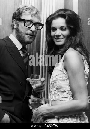 Caine, Michael, * 14.3.1933, British actor, half length, with Florinda Bolkan, at reception of stars of 'A Last - Stock Photo