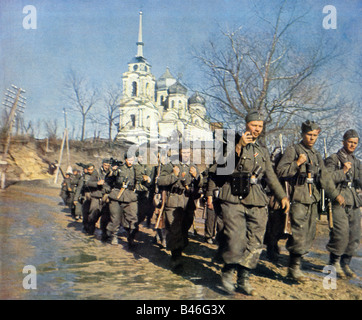 Wehrmacht Infantry Advance German Army grenadiers marching forward on the Eastern Front in the Russian campaign - Stock Photo