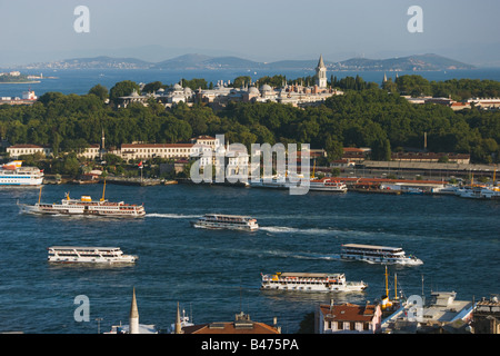 Golden horn and topkapi palace - Stock Photo