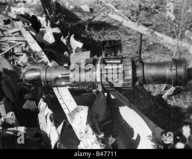 events, Second World War / WWII, aerial warfare, aircraft, crashed / damaged, wreckage of a shot down Soviet ground - Stock Photo