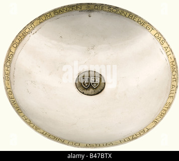 Hermann Göring and Emmy Sonnemann, a silver presentation bowl A shallow silver bowl with gilded rim, bearing a quotation - Stock Photo