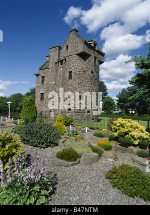 dh Claypotts castle DUNDEE ANGUS 15th century tower house scotland blue sky - Stock Photo